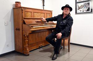 Knut Maurer am Klavier